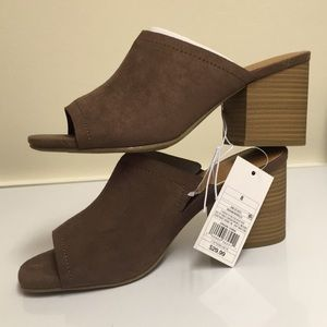 8 Universal Thread Norelle brown faux suede sandal